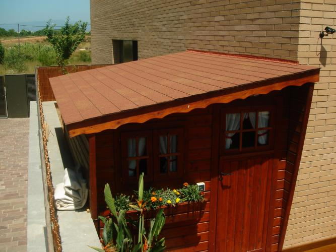 Teja asf ltica materiales cat logo garden house madera for Casas con cobertizos